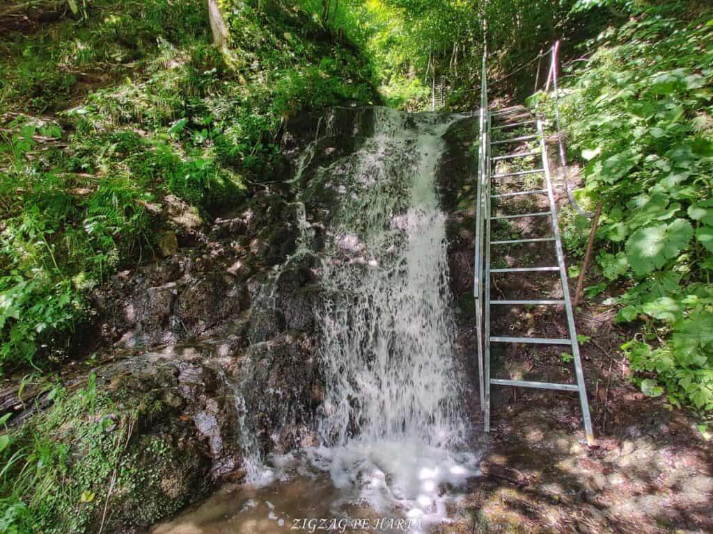 Cascada Cheilor din Valea Cormaia - Blog de calatorii - ZIGZAG PE HARTĂ - IMG 20210627 112435 01