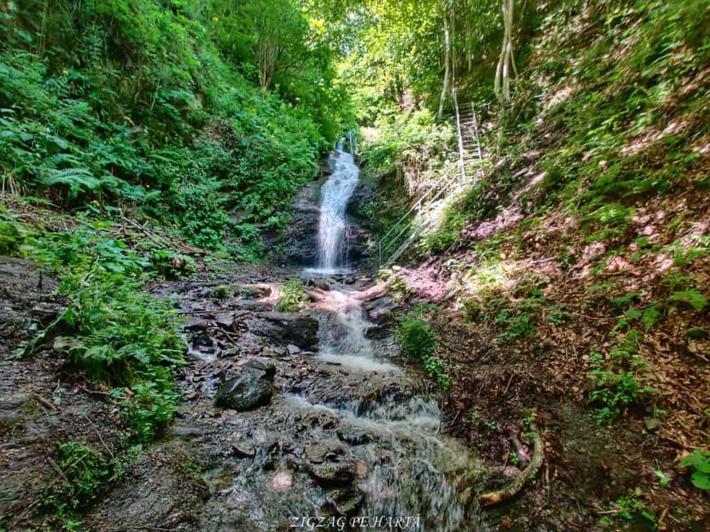 Cascada Cheilor din Valea Cormaia - Blog de calatorii - ZIGZAG PE HARTĂ - IMG 20210627 112538 01