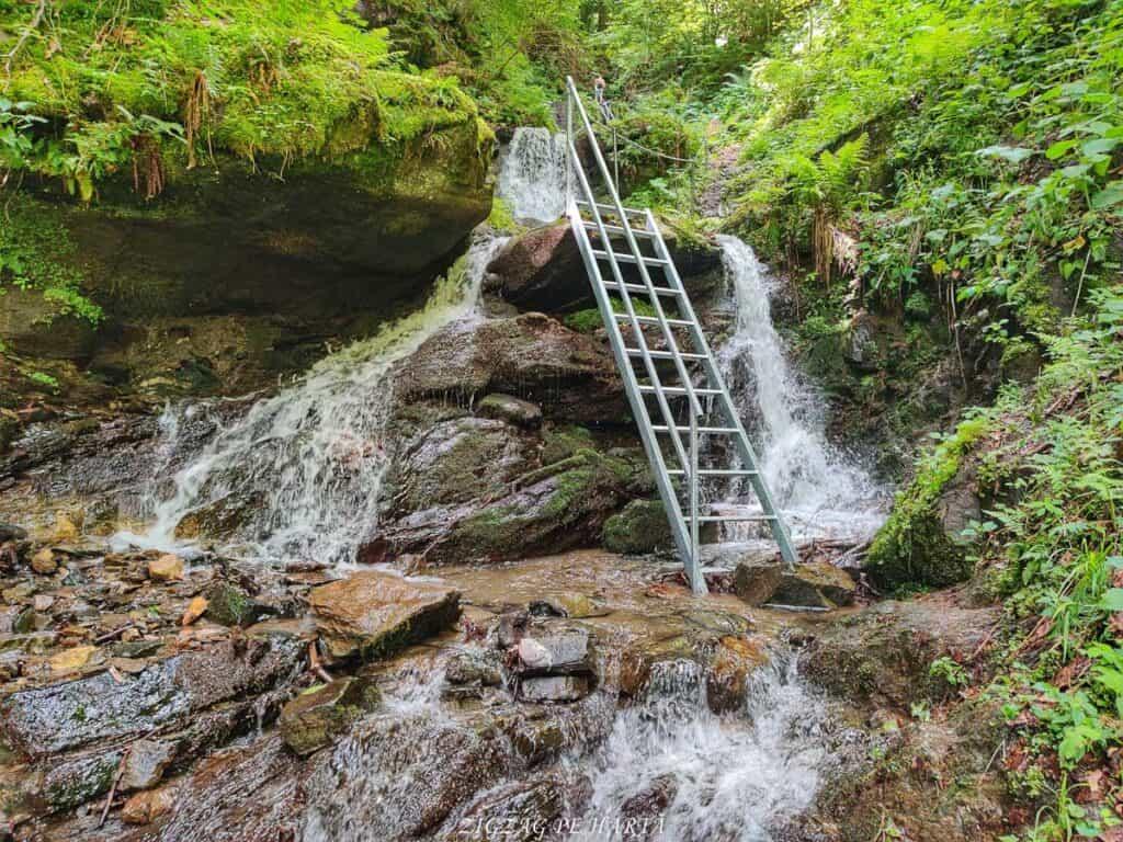 Cascada Cheilor din Valea Cormaia - Blog de calatorii - ZIGZAG PE HARTĂ - IMG 20210627 113927 01