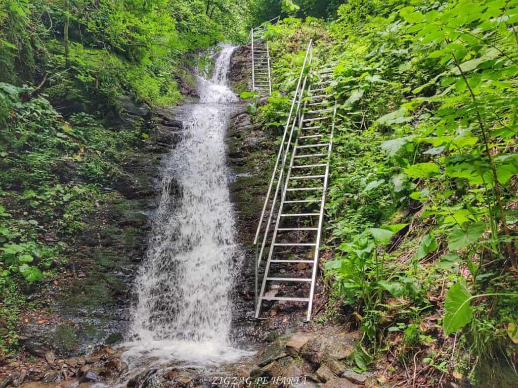 Cascada Cheilor din Valea Cormaia - Blog de calatorii - ZIGZAG PE HARTĂ - IMG 20210627 121342 01