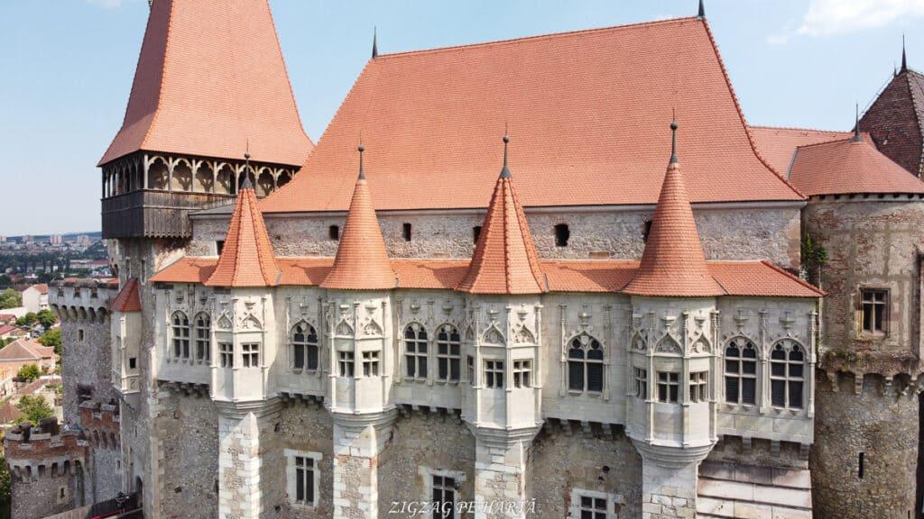 Castelul Corvinilor - Blog de calatorii - ZIGZAG PE HARTĂ - DJI 0930