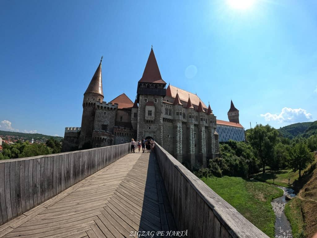Castelul Corvinilor - Blog de calatorii - ZIGZAG PE HARTĂ - GOPR0890