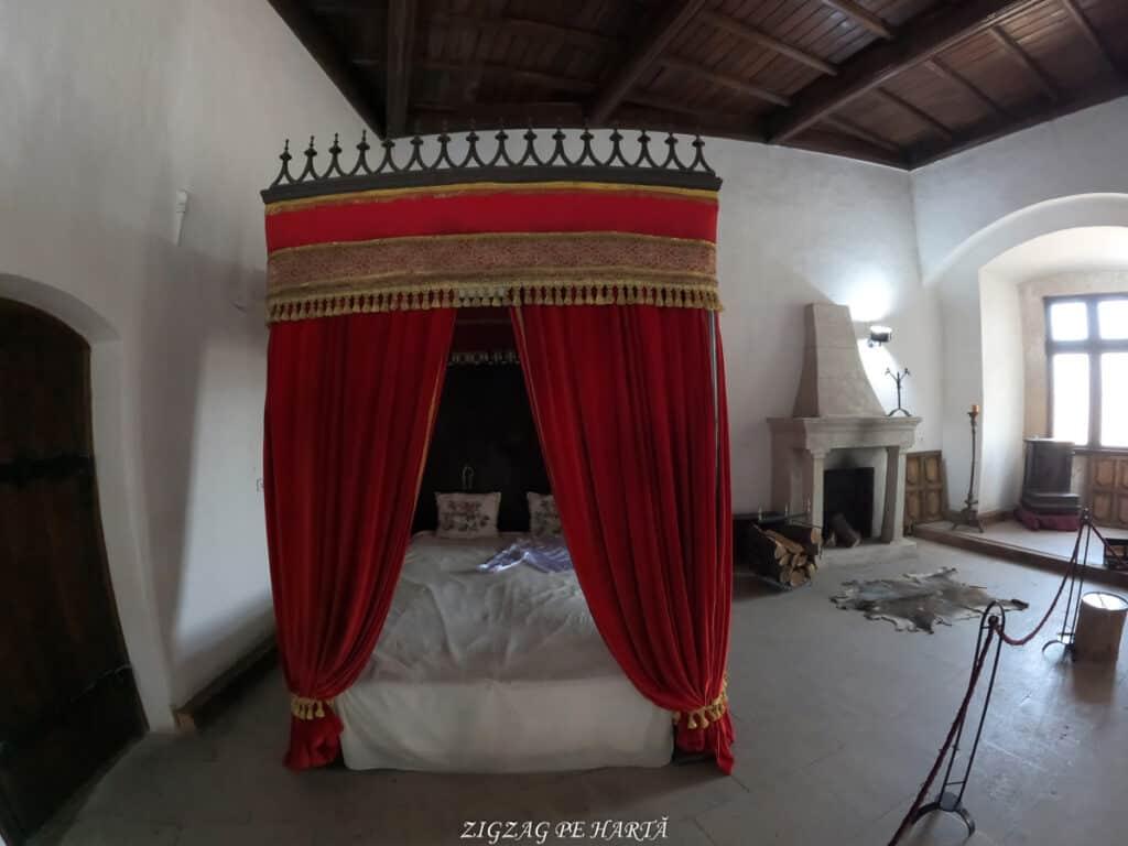 Castelul Corvinilor - Blog de calatorii - ZIGZAG PE HARTĂ - GOPR0899 1