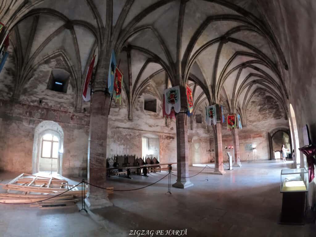 Castelul Corvinilor - Blog de calatorii - ZIGZAG PE HARTĂ - GOPR0906
