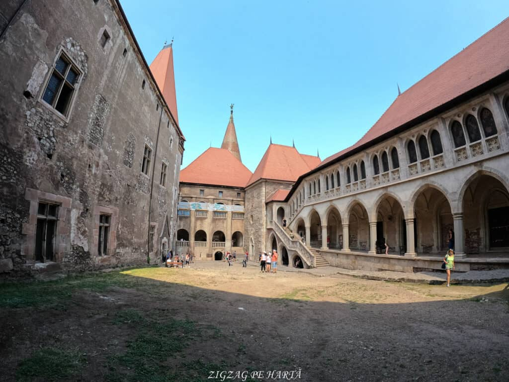 Castelul Corvinilor - Blog de calatorii - ZIGZAG PE HARTĂ - GOPR0908