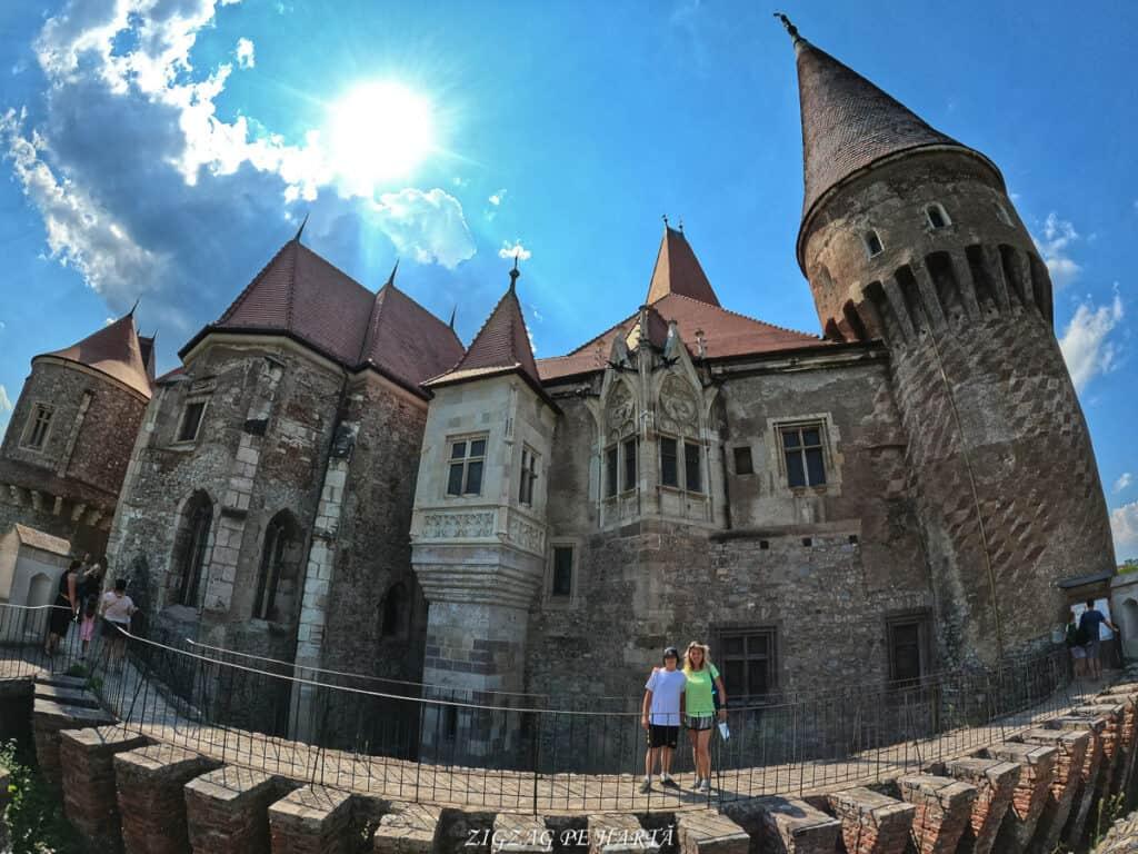 Castelul Corvinilor - Blog de calatorii - ZIGZAG PE HARTĂ - GOPR0915 1628526684681 01