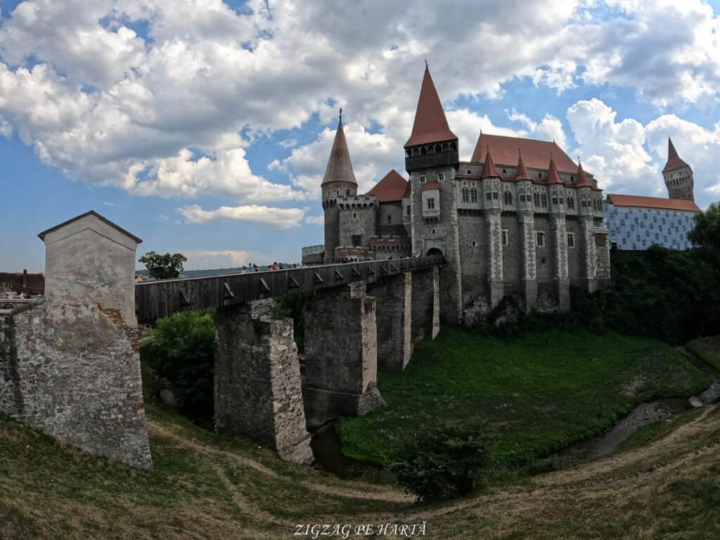 Castelul Corvinilor - Blog de calatorii - ZIGZAG PE HARTĂ - GOPR0934