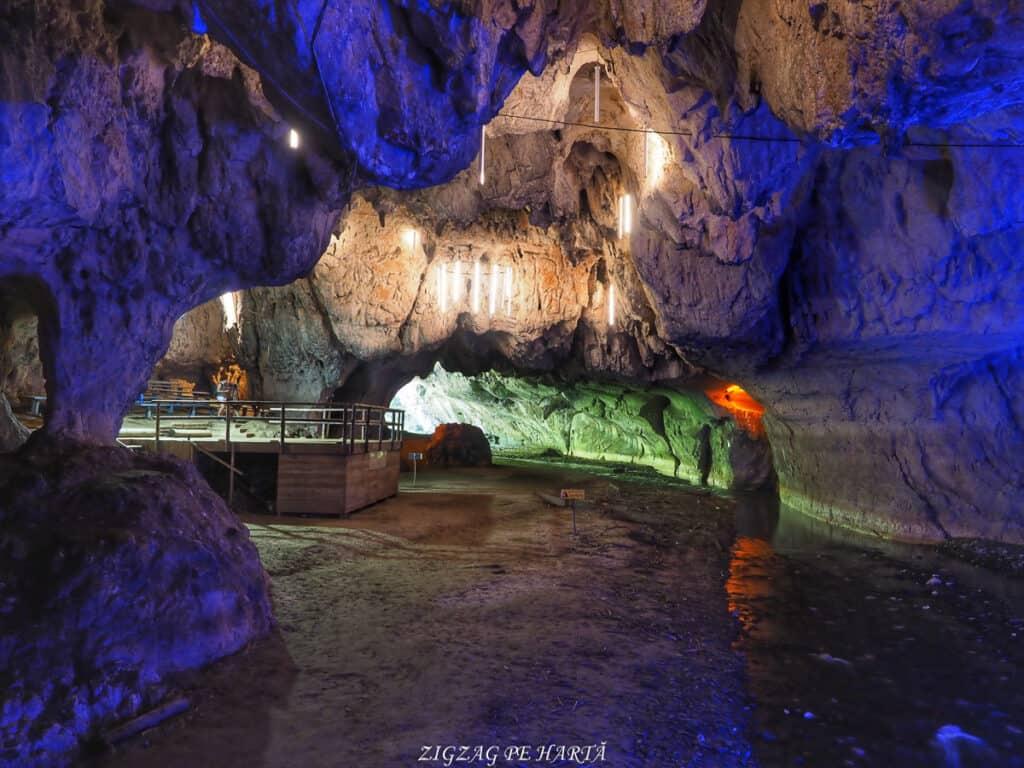 Peștera Bolii - Blog de calatorii - ZIGZAG PE HARTĂ - OI000367 01