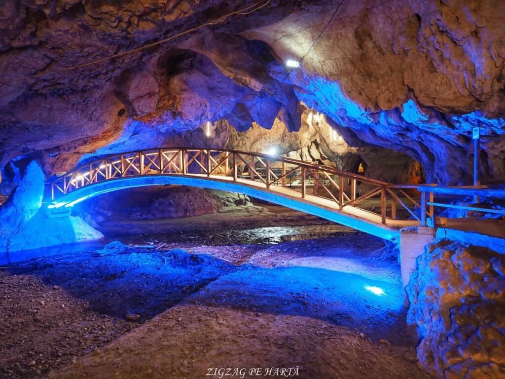 Peștera Bolii - Blog de calatorii - ZIGZAG PE HARTĂ - OI000369 01