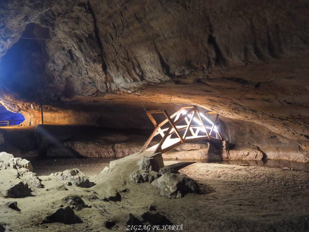 Peștera Bolii - Blog de calatorii - ZIGZAG PE HARTĂ - OI000371 01