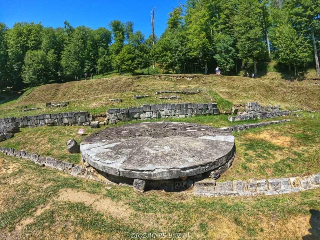 Sarmizegetusa Regia - Blog de calatorii - ZIGZAG PE HARTĂ - GOPR0845 1628526918781 2 01